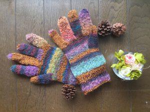 カラフル毛糸で編む基本の5本指手袋